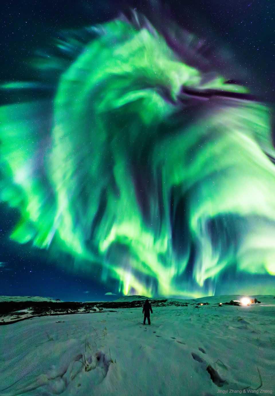 """""""龙极光""""席卷冰岛夜空-有意思吧"""