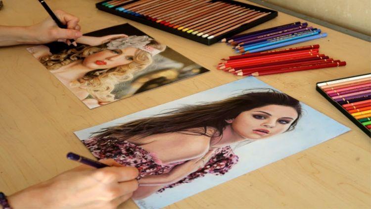 双手灵巧的艺术家同时用两只手绘制写实的铅笔肖像-有意思吧