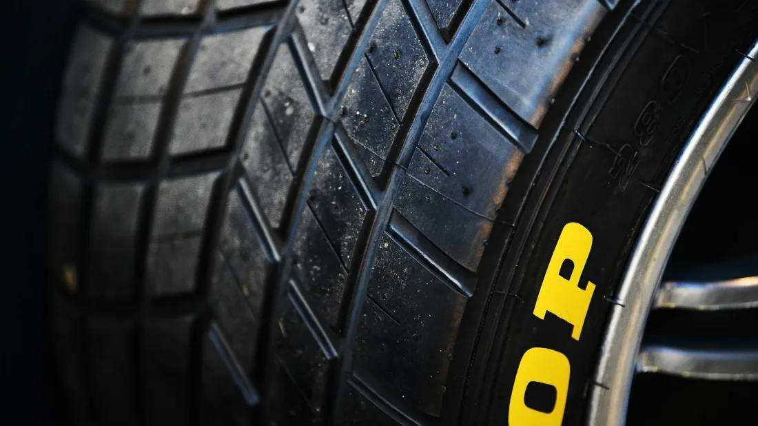 为什么汽车的轮胎是黑色的?-有意思吧