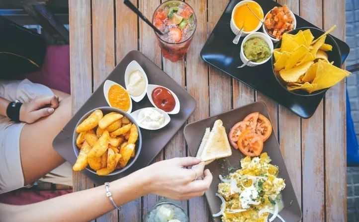 吃饭10个坏习惯,伤胃又伤身!